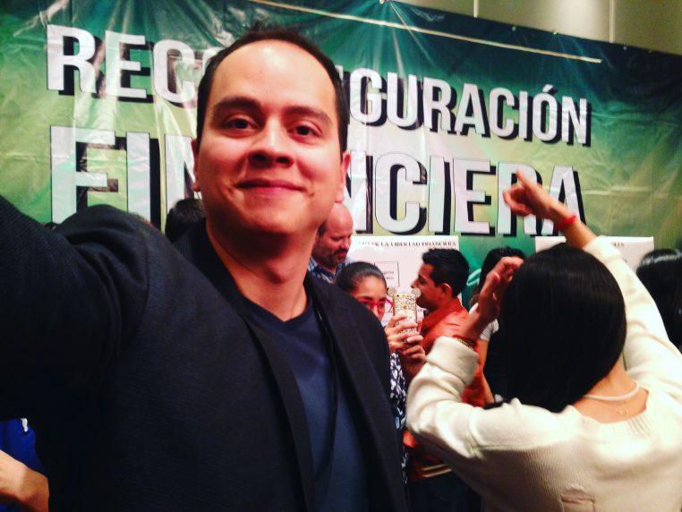 Imagen Albert Chávez Reconfiguración Financiera